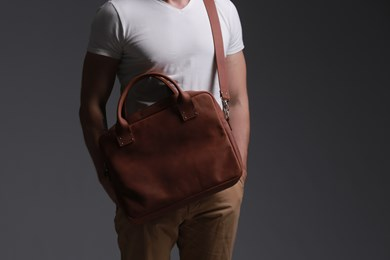 MESSENGER BAG // HOT BROWN