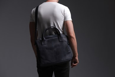 MESSENGER BAG // NAVY BLUE