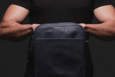 MESSENGER S. BAG // NAVY BLUE
