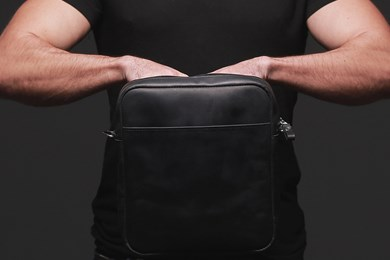 MESSENGER S. BAG // BLACK